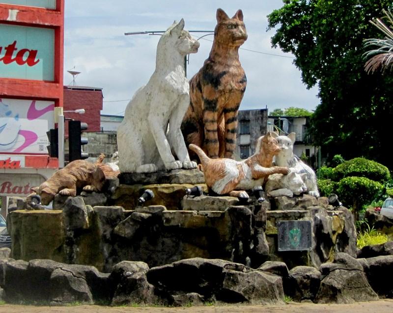 kuching-cats